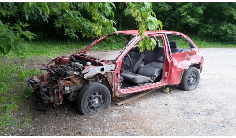 Teismai taiko baudas už aplinkos teršimą automobilių dalimis