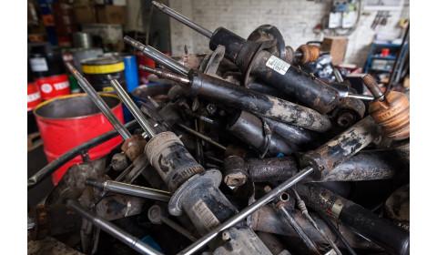 Spąstai automobiliams – duobės ir netinkami amortizatoriai