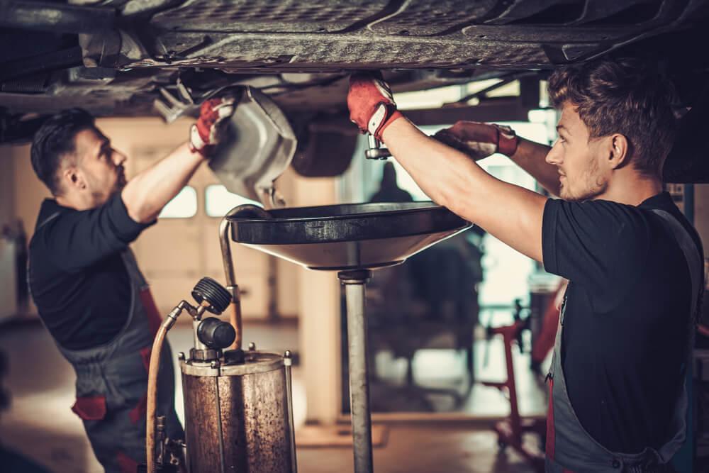 d6b98e99d7460a Jaki olej silnikowy jest najlepszy? Co to są klasy lepkość i jakości olejów  silnikowych? Jak odpowiednio dobrać olej silnikowy do samochodu?