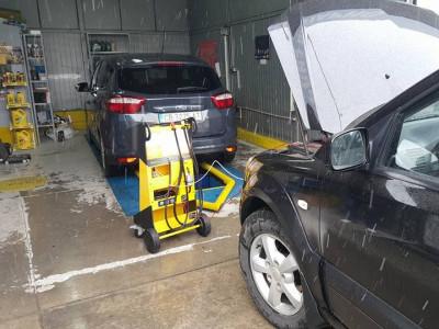https://cdn.intercars.eu/files/3/0/7/0/7/30707/400x400,f.jpg?v=2018-02-21