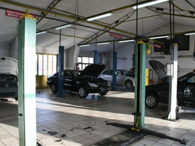 https://cdn.intercars.eu/files/3/2/9/8/3/32983/400x400,f.jpg?v=2018-05-14