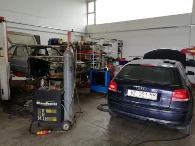 https://cdn.intercars.eu/files/3/4/6/7/8/34678/400x400,f.jpg?v=2018-07-13