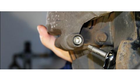 Nedideli įrankiai gali veiksmingai palengvinti stabdžių sistemos aptarnavimą