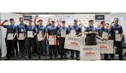 Geriausiam jaunajam automechanikui sukti galvos dėl darbo nereikia – pasiūlymą gavo dar konkurse