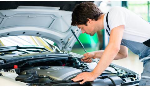 Ką gali reikšti cypimas po gaubtu paleidžiant variklį?