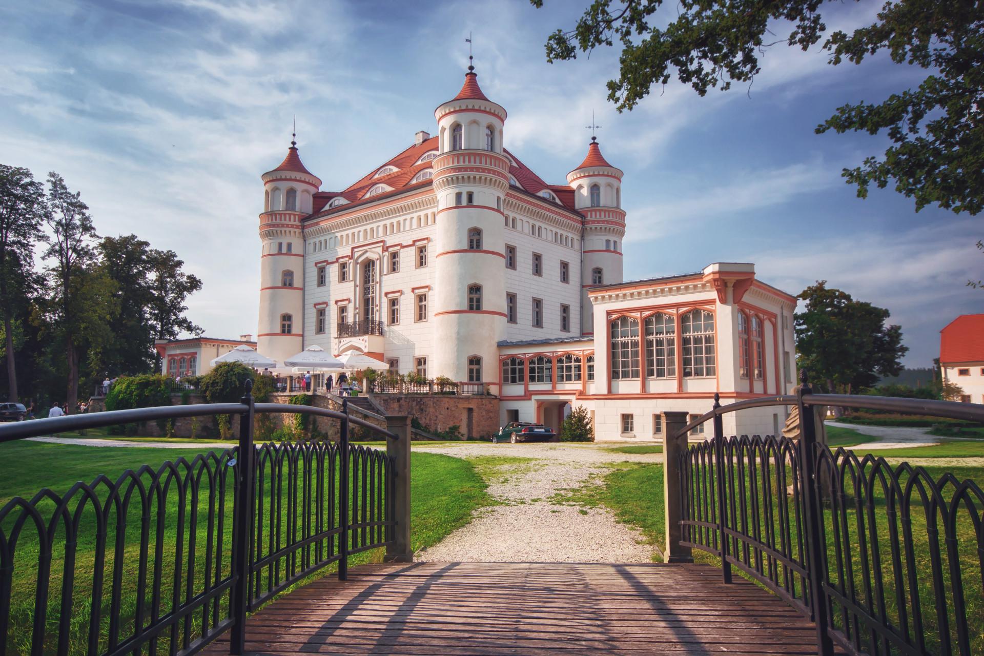 Pałac_w_Wojanowie_latem.jpg