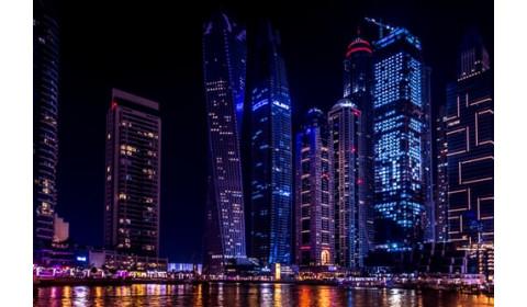 Podróż do Zjednoczonych Emiratów Arabskich – czym może zaskoczyć turystów?