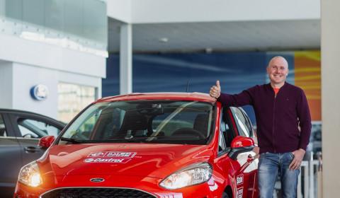 CASTROL loterijas auto ieguvēja apsveikšana