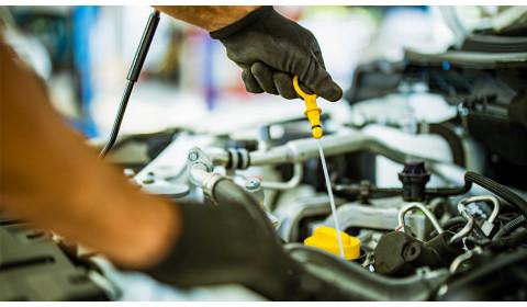 Wymiana oleju silnikowego – kiedy i po co?