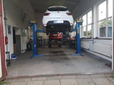 https://cdn.intercars.eu/files/5/8/7/2/1/58721/400x400,f.jpg?v=2020-07-31