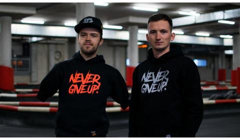 Bartosz Ostałowski stworzył własną kolekcję ubrań Never Give Up!