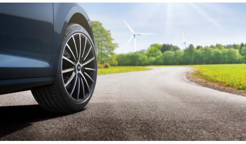 """""""MICHELIN e.Primacy"""" – naujoviškos, ekologiškos padangos, skirtos elektromobiliams ir automobiliams su vidaus degimo varikliu"""