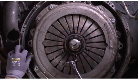 Koks turi būti tinkamas sunkvežimio sankabos keitimas?