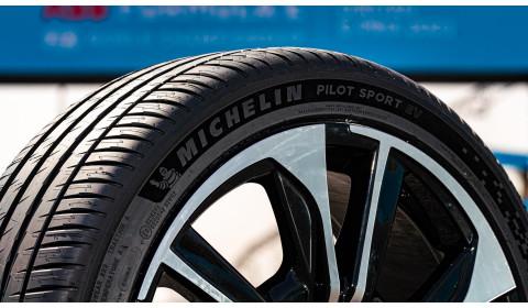 """""""Michelin"""" pristato naujas vasarines padangas ir didina universalių bei aukščiausių eksploatacinių savybių automobilių padangų asortimentą"""